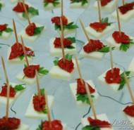 Canapés de Mussarela de Bufala com Tomate Seco