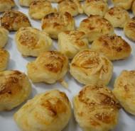 Coquetel com mini croissant